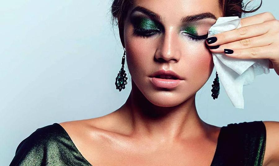 Ντεμακιγιάζ ματιών για καθαρό… βλέμμα