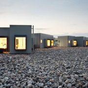 Το ξεχωριστό concept hotel περιβάλλεται από το περίφημο Εθνικό Πάρκο Bardenas Reales σε μια περιοχή της Νοτιοανατολικής Ισπανίας που θυμίζει έρημο (τη μοναδική στην Ευρώπη) με αμμολόφους και φαράγγια