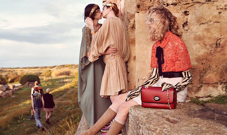 Κι επειδή η Ελλάδα δίνει την έμπνευση, πλάνο από το διαφημιστικό βίντεο του Gucci για το πώς θα ήταν η αρχαία Ελλάδα… σήμερα!