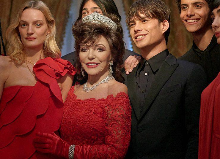 Η Τζόαν Κόλλινς φέρνει τα Χρστούγεννα στη νέα καμπάνια Valentino