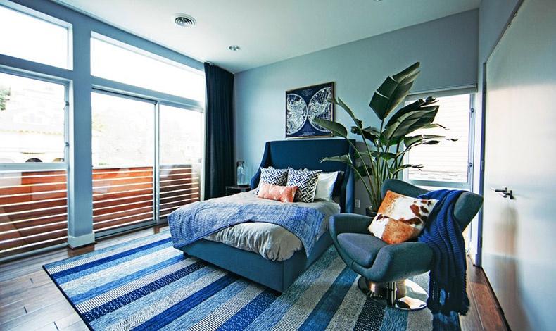 Αν είστε Υδροχόος, προσθέστε ζωντάνια στο σπίτι σας, στρώνοντας ένα εντυπωσιακό και με ζωηρά χρώματα χαλί που θα τραβά επάνω του την προσοχή