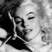Πάθος για διαμάντια... η Μέριλιν Μονρόε σε χαρακτηριστική φωτογράφηση με τους «πιο αγαπημένους φίλους των κοριτσιών»