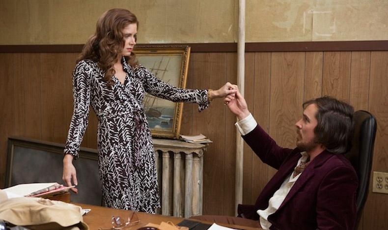 Η Amy Adams με wrap dress στην ταινία American Hustle (Οδηγός Διαπλοκής)