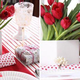 Αντί για κόκκινα τριαντάφυλλα, πρωτοτυπήστε με κόκκινες τουλίπες, που «δένουν» υπέροχα με λιτές γραμμές στο λευκό σερβίτσιο σας. Ε, τώρα μερικές καρδούλες είναι? προαιρετικές!