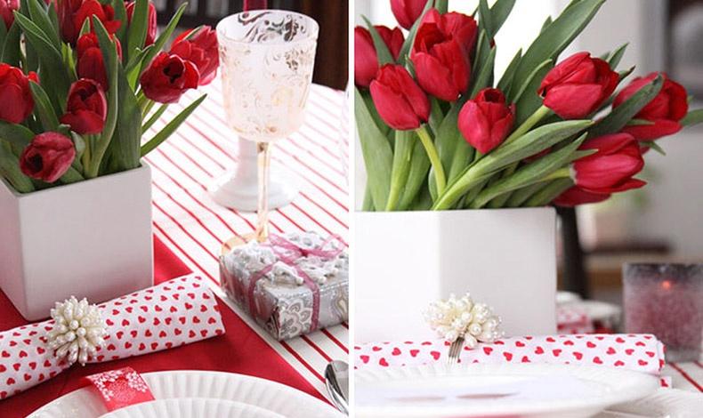 Αντί για κόκκινα τριαντάφυλλα, πρωτοτυπήστε με κόκκινες τουλίπες, που «δένουν» υπέροχα με λιτές γραμμές στο λευκό σερβίτσιο σας. Ε, τώρα μερικές καρδούλες είναι προαιρετικές!