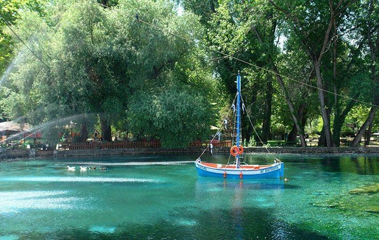 Η ειδυλλιακή λιμνούλα στο Πάρκο της Αγίας Βαρβάρας, το καμάρι της Δράμας