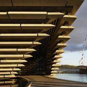 Το νέο μουσείο είναι κατασκευασμένο πάνω στις παλιές αποβάθρες της πόλης Dundee της Σκωτίας, από όπου άλλωστε απέπλευσε στις αρχές του 20ου αιώνα ο Σκοτ για την εξερεύνηση της Ανταρκτικής