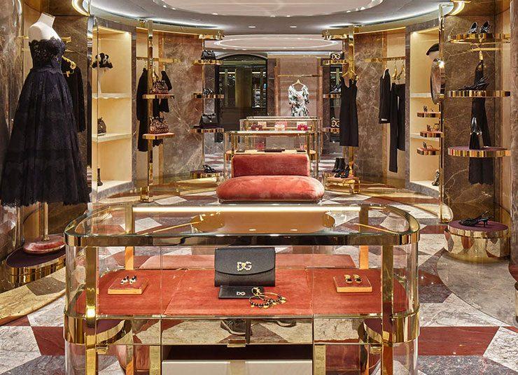 Πάμε μία βόλτα στην boutique των Dolce & Gabbana στο Παρίσι;