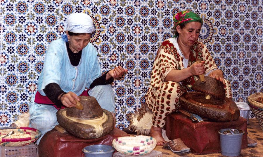 Το έλαιο argan θυμίζει κάπως τη δική μας ελιά και φύεται μόνο στο νοτιοδυτικό Μαρόκο