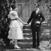 """Ο όρος """"ζευγάρι"""" είναι φυσικά αστείος από μόνος του στις αρχές του προηγούμενου αιώνα: κοινές δραστηριότητες γίνονται μόνο παρουσία της οικογένειας σε ανοιχτές κοινωνικές συναθροίσεις…"""