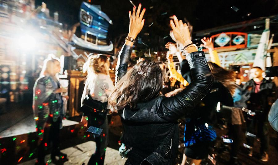 Ο DJ WestBam θα κλείσει πανηγυρικά τη βραδιά της επετείου στις 9 Νοεμβρίου κηρύσσοντας την έναρξη της European Club Night, με πάρτι ηλεκτρονικής μουσικής σε 27 clubs της πόλης!