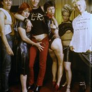 Η Vivienne Westwood (άκρη δεξιά) προμοτάρει την μπουτίκ της,