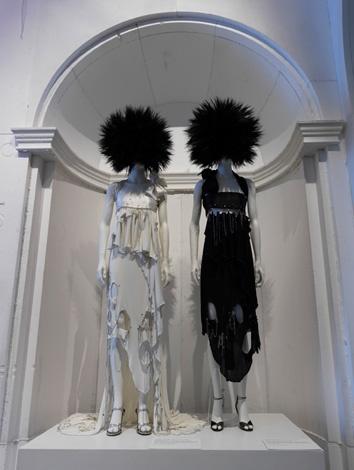 Από την έκθεση «Punk: Chaos to Couture»