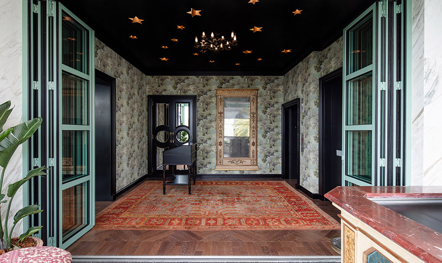 Η  εντυπωσιακή είσοδος του εστιατορίου Gucci Osteria da Massimo Bottura