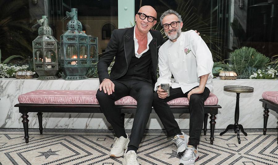 Ο CEO του οίκου Gucci, Marco Bizzarri και ο βραβευμένος σεφ Massimo Bottura, η μακροχρόνια φιλία τους τους οδήγησε σε μία πρόσφορη συνεργασία  ενώνοντας τις δύο μεγάλες κοινές αγάπες τους: τη μόδα και το φαγητό