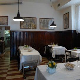 Άποψη της εσωτερικής σάλας του εστιατορίου