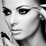 Έχετε ευαίσθητα μάτια; Τρεις συμβουλές για μακιγιάζ που... σώζουν!