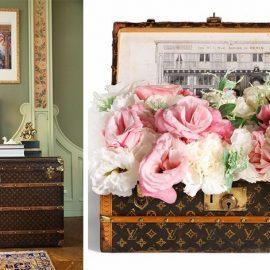 Τα vintage μπαούλα του Louis Vuitton μπορούν να παίξουν υπέροχα τον ρόλο του τραπεζιού ή να στολίσουν μία γωνιά, ενώ παράλληλα είναι και ένας εξαιρετικός αποθηκευτικός χώρος. Κι αν τα οικονομικά σας δεν το επιτρέπουν αναζητήστε τη δική σας λύση σε ένα παλαιοπωλείο!