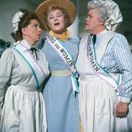 Οι σουφραζέτες όπως αποτυπώθηκαν στην ταινία Mary Poppins