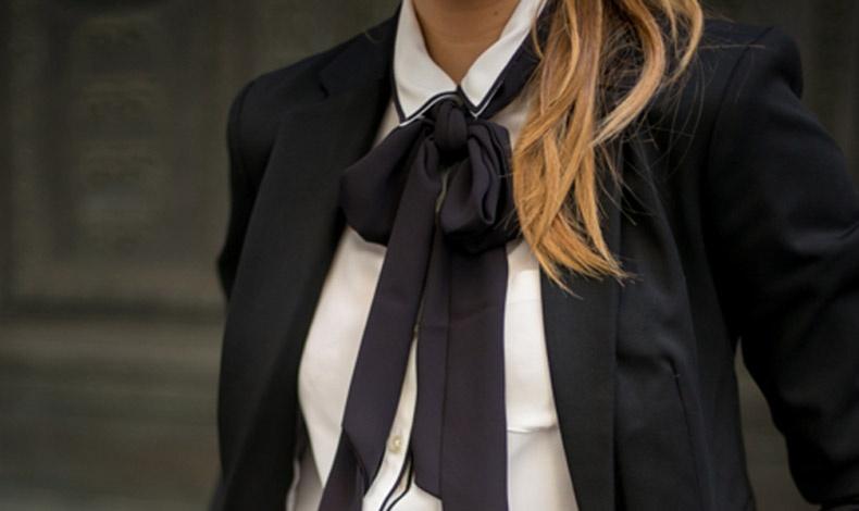 Οι μαύροι φιόγκοι αναδεικνύονται ιδανικά με λευκά πουκάμισα και ένα σακάκι