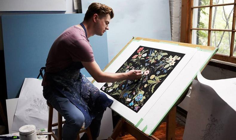 Το Flora περνά στον 21ο αιώνα χάρη στον καλλιτέχνη Kris Knight, ο οποίος σχεδίασε τη νέα του εκδοχή