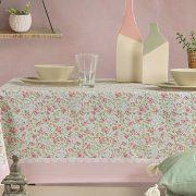 Γεμίστε λουλούδια? το τραπέζι σας! Τραπεζομάντιλο So Shy, σε διάφορες διαστάσεις, από 13,50? και Runner, 45x140, 7,00?