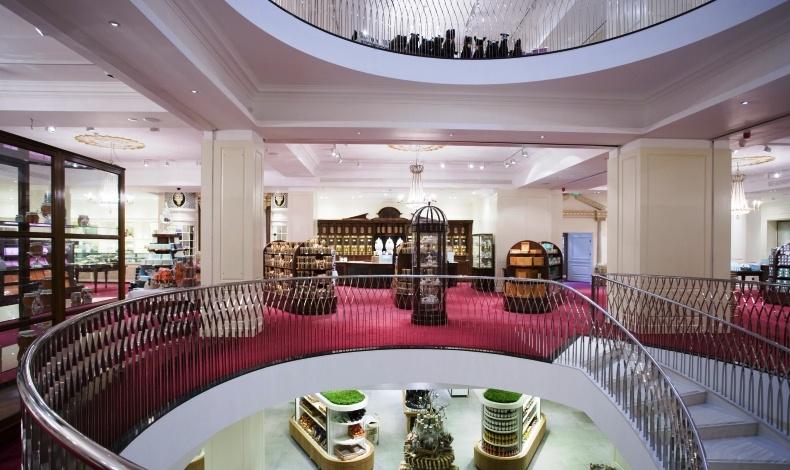 Ένα από τα ωραιότερα και πιο κομψά καταστήματα τροφίμων στον κόσμο, το Fortnum & Mason στο Λονδίνο