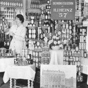 Επίδειξη προϊόντων Heinz στο κατάστημα στο Piccadilly σε παλαιότερες εποχές