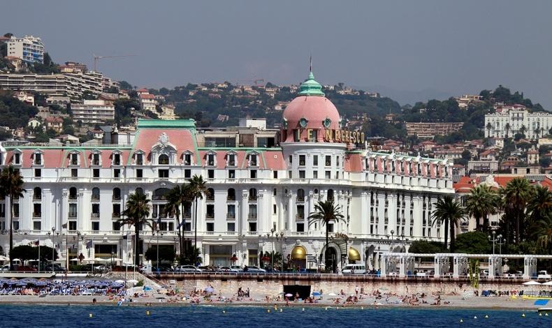 Οι επισκέπτες του Hotel Negresco έχουν πρόσβαση στην ιδιωτική παραλία Neptune