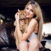 Όσες έχουν προτίμηση για τις γάτες είναι πιο... επιλεκτικές, γι' αυτό και έχουν πιο δύσκολα σύντροφο, αλλά και πιο εκλεκτικές παρέες, ενώ προτιμούν τις ταινίες επιστημονικής φαντασίας!