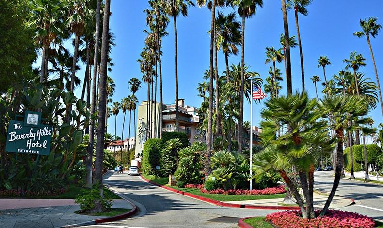 Επισκεφθείτε το ζεστό Λος Άντζελες με τη Λεωφόρο του Χόλιγουντ, τους σέρφερ και τα Universal Studios, για βουτιές, μαύρισμα και κοκτέιλ στην καρδιά του χειμώνα