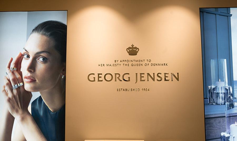 Η πρώτη μπουτίκ Georg Jensen εγκαινιάστηκε στο ισόγειο του Golden Hall και λάμπει με όπως ακριβώς και τα κοσμήματα του οίκου