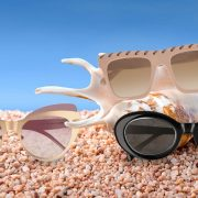 Για σύγχρονες βαμπ, δίχρωμα cat-eye γυαλιά, Pomellato // Σε nude απόχρωση, με αλυσίδα Falabella, Stella McCartney // Μαύρα γυαλιά με ιδιαίτερο σχήμα, Alaia