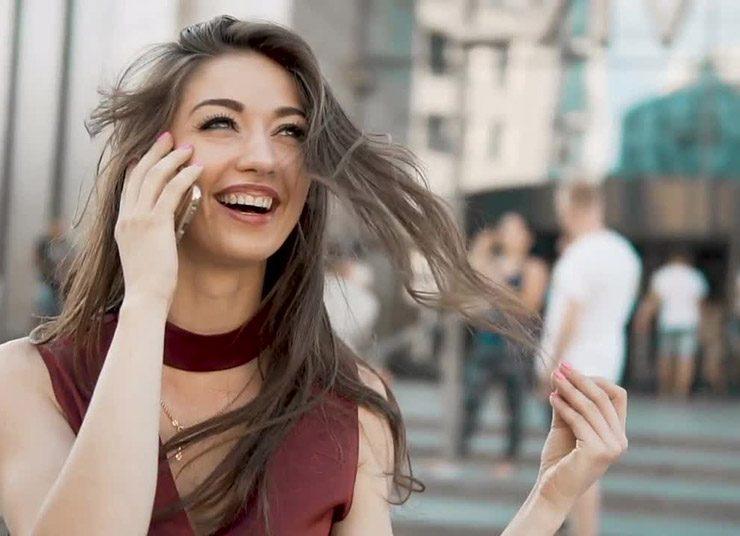 Γιατί βαδίζουμε ασυναίσθητα πέρα - δώθε όταν μιλάμε στο τηλέφωνο!