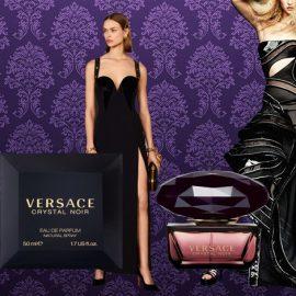 Το Versace Crystal Noir είναι το οσφρητικό ισοδύναμο μίας μακριάς μαύρης τουαλέτας! Αισθησιακό, δελεαστικό, τολμηρό, μαγικό, αιθέριο αλλά σαρκικό, ένα εξαιρετικά θηλυκό ανατολίτικο άρωμα σε ένα κομψό μπουκάλι σαν μαύρο διαμάντι!