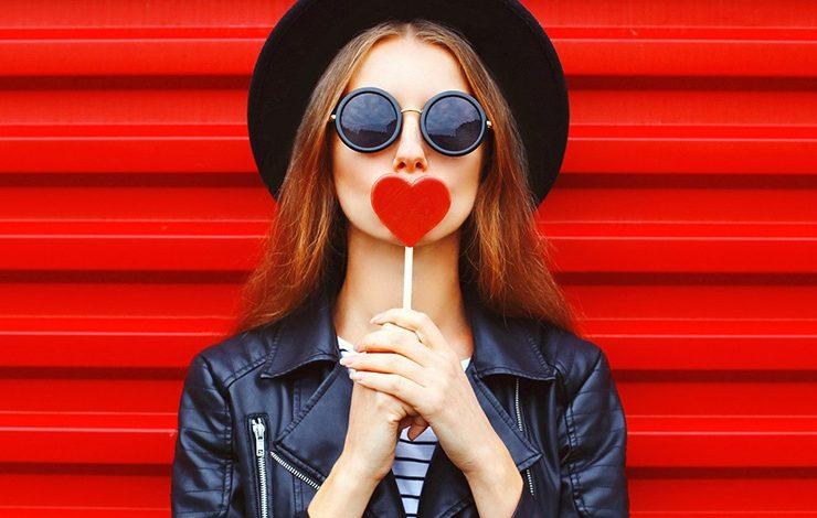 Ποια είναι η γλώσσα της αγάπης, σύμφωνα με το ζώδιό σας;