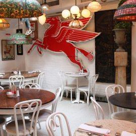 Το Serendipity αποτελεί ένα από τα πιο διάσημα ζαχαροπλαστεία-καφέ της Νέας Υόρκης. Δοκιμάστε την Frozen Hot Chocolate