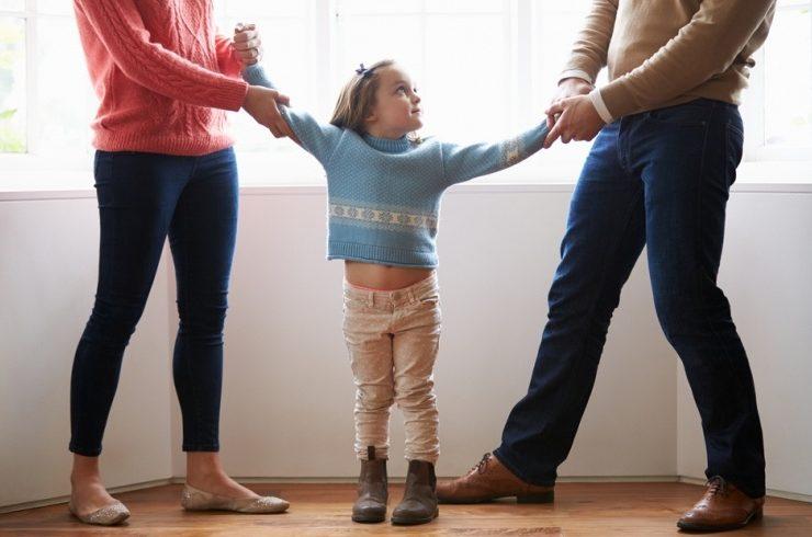 Σε περίπτωση διαζυγίου, οι γονείςχωρίζουν σαν ζευγάρι αλλα για το παιδί ή παιδιά, θα είναι πάντοτε οι μοναδικοί γονείς τους.