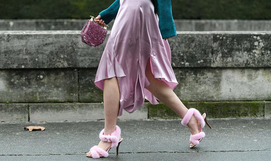 Ιδιαίτερα παπούτσια με γούνα; Η απάντηση της μόδας είναι, ναι!