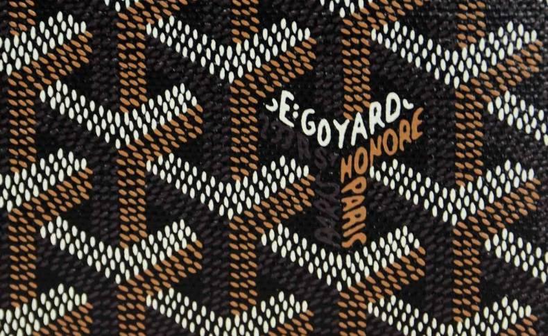 Το χαρακτηριστικό print του οίκου, όπως απεικονίζεται στον καμβά «Goyardine»