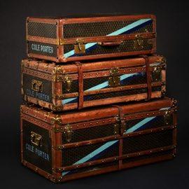 Πολλοί διάσημοι με έντονη αίσθηση του στιλ (βλέπε ο Cole Porter) υπήρξαν fans των μπαούλων και των αποσκευών του οίκου