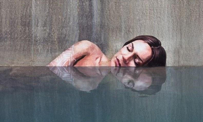 Ο Hula κάποιες φορές ζωγραφίζει απλά ένα γυναικείο κεφάλι που επιπλέει στο νερό, άλλες δείχνει μία γυναίκα να κολυμπά