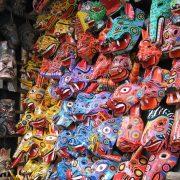 Απίθανη πολύχρωμη πραμάτεια στην αγορά του Τσιτσικαστενάγκο