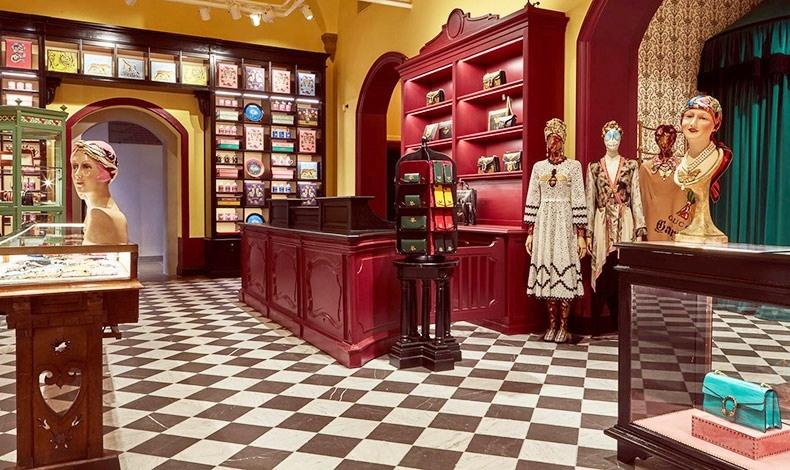 Η μπουτίκ, όπου μπορεί κανείς να αγοράσει διάφορα κομμάτια του διάσημου ιταλικού οίκου