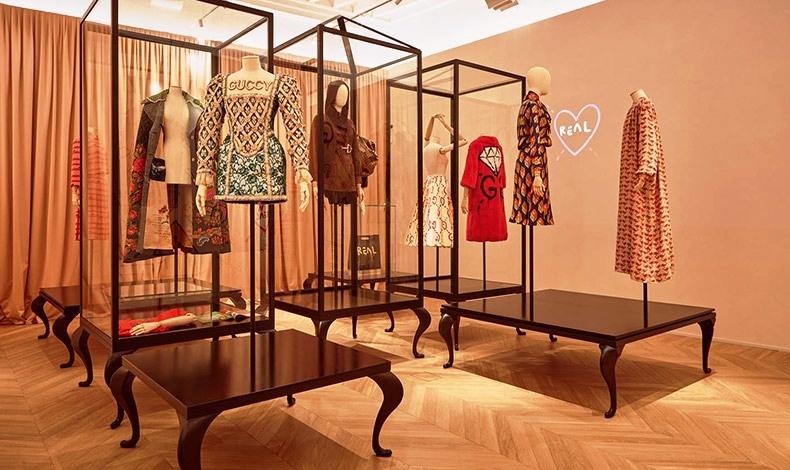 Η ιδέα για τη δημιουργία του χώρου ήταν του superstar creative director Alessandro Michele, που έφερε στην πρώτη γραμμή της επικαιρότητας τον Gucci από τη στιγμή που πήρε τα ηνία του το 2015