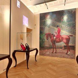 Ιδιαίτερη γκαλερί με την επιμέλεια της κριτικού Τέχνης Maria Luisa Frisa και concept store με μοναδικά κομμάτια