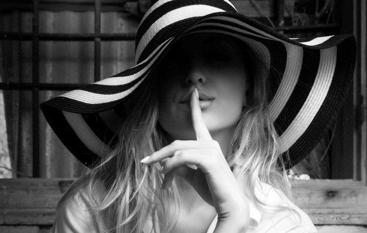 Θέλετε να είστε μία γυναίκα-μυστήριο; Τι κρύβει αυτή η στάση;