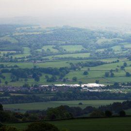 Στο γοητευτικό και καταπράσινο χωριό Hay της Ουαλίας θα συγκεντρωθούν και φέτος μεγάλα ονόματα που θα τραβήξουν την προσοχή του κοινού
