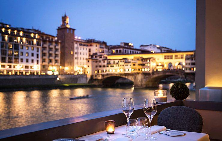 Το Hotel Lungarno έχει μοναδική θέα στη διάσημη γέφυρα των κοσμηματοποιών Πόντε Βέκιο και βρίσκεται φυσικά στην καρδιά της Φλωρεντίας