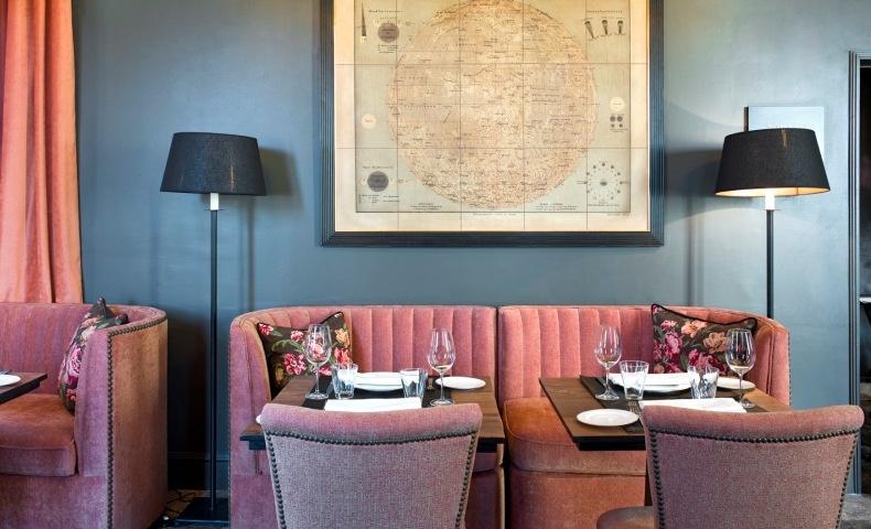 Στο βραβευμένο εστιατόριο, οι επισκέπτες απολαμβάνουν τόσο τη γαστρονομία, όσο και την ατμόσφαιρα